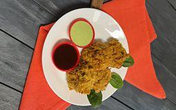 Vegetable pakora (onion bhaji)